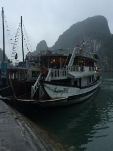 Junk boat cruising, Vietnam Culinary Discovery